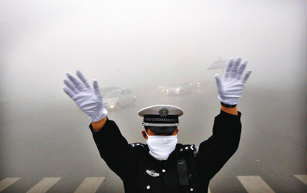 Le immagini di Pechino soffocato dallo smog hanno fatto il giro del mondo