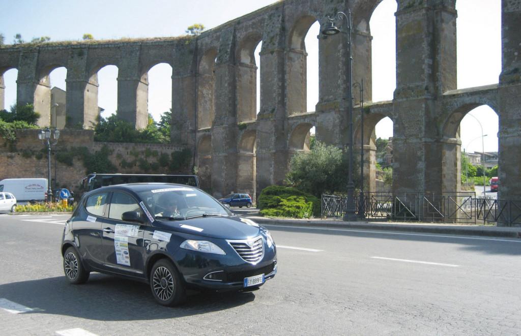 La Lancia Ypsilon 30th Anniversary Natural Power di Motorionline.com all'acquedotto di Nepi